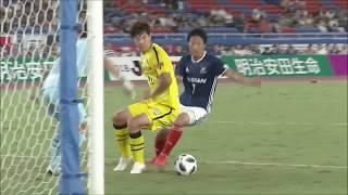 前線からプレスをかけた伊藤 翔(横浜FM)が相手守備陣の連携ミスを逃さ...