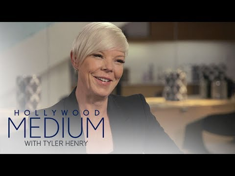Does Tabatha Coffey Have a Psychic Gift?  Hollywood Medium with Tyler Henry  E!