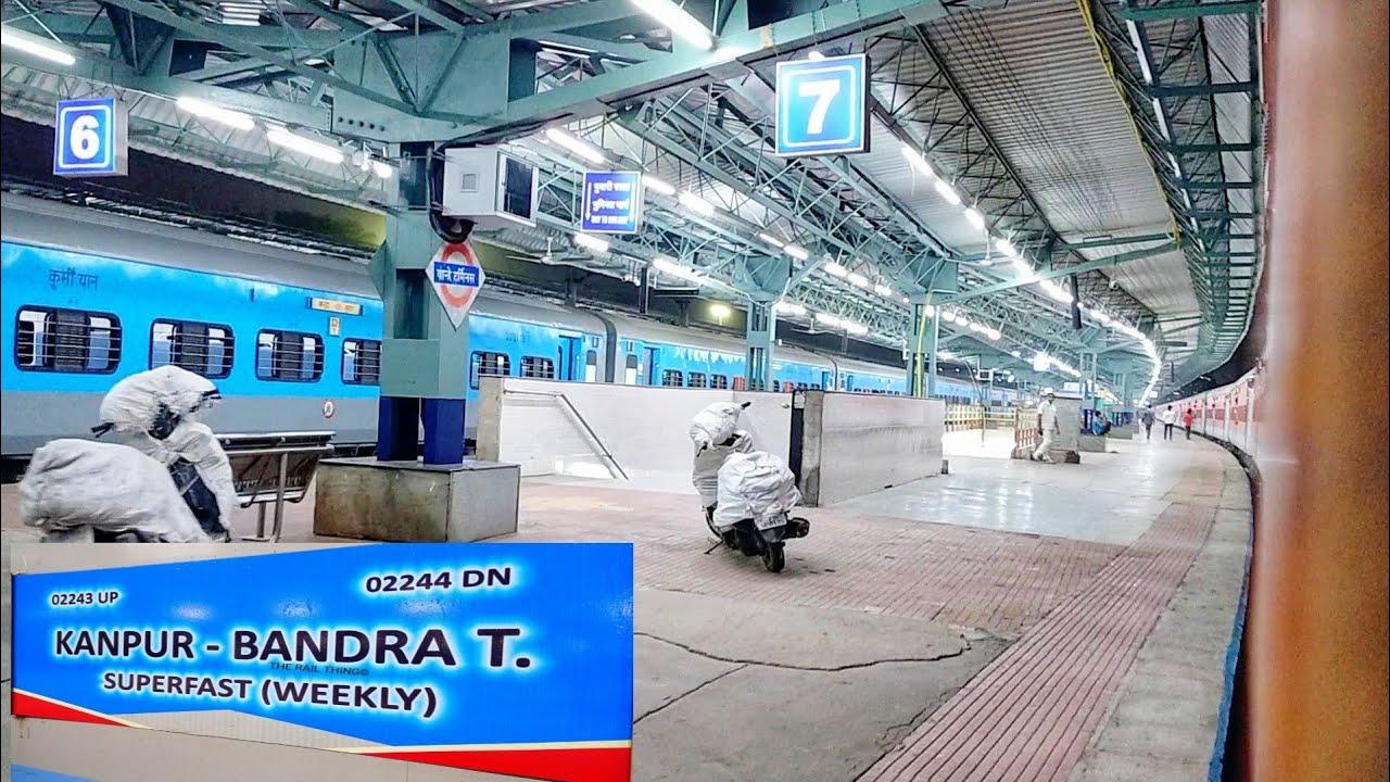 बांद्रा टर्मिनस में प्रवेश करती हुई कानपुर सेंट्रल सुपरफास्ट एक्सप्रेस