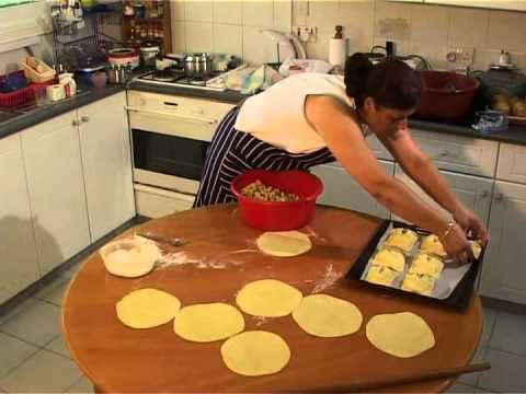 Flaouna - Pilavuna: A common pastry for Greek-Cypriots and Turkish Cypriots