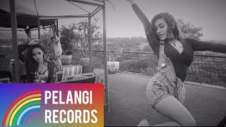 Dangdut - Duo Biduan - Telolet (Official Lyric Video) | Soundtrack Orang Orang Kampung Duku