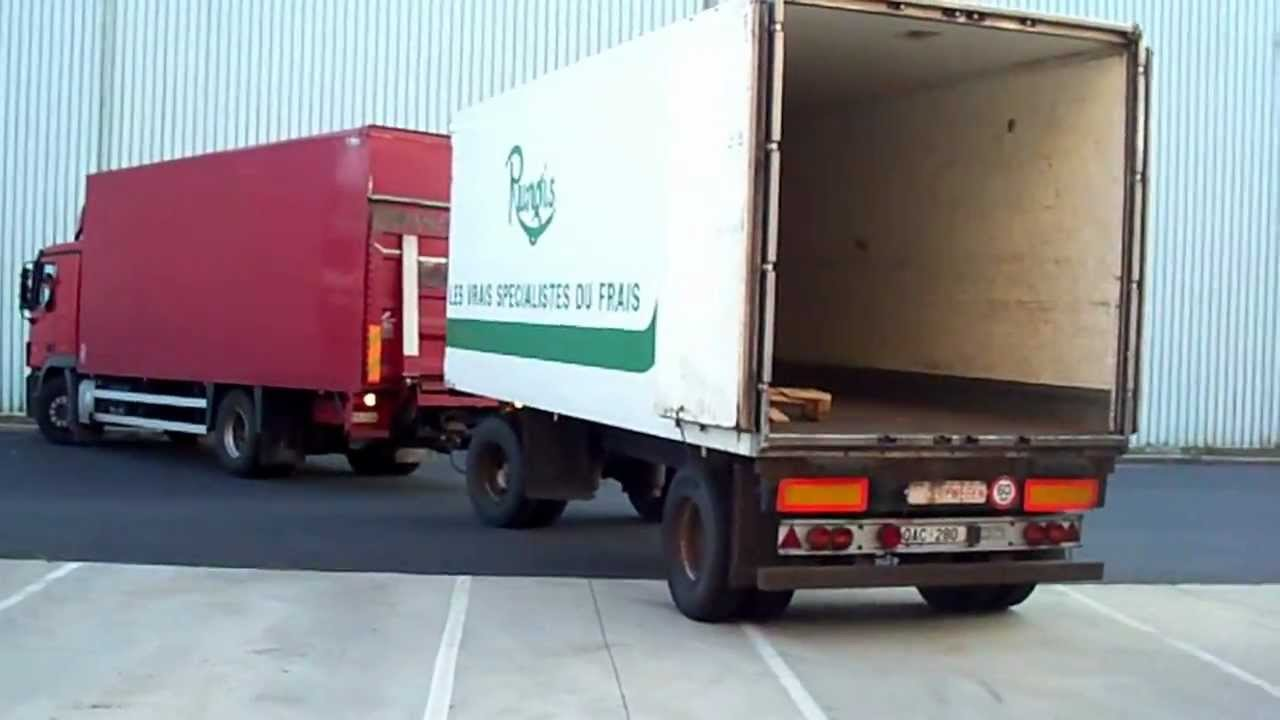 manoeuvre de camion remorque 8 carriers trailer youtube. Black Bedroom Furniture Sets. Home Design Ideas