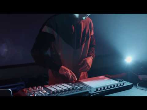 LAPALUX - Live Session - 'Movement i, ii & iii' - 'Make Money ' - Brainfeeder - Soundcheck.tv