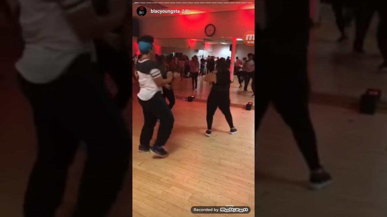 Big booty black girls dancing