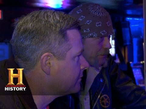 Download Big Rig Bounty Hunters: Michael and Chad the Detectives (S2, E8) | History