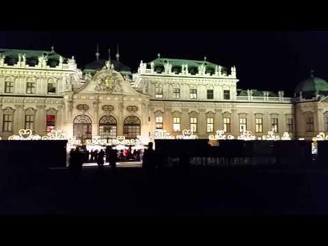 Weihnachtsdorf vorm Schloss Belvedere