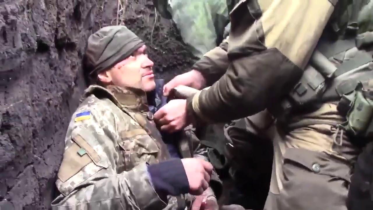 Пленный боец ВСУ после боя под Луганском