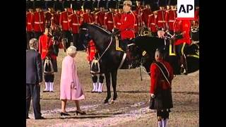 Royal Canadian Mounted Police gives horse to Queen