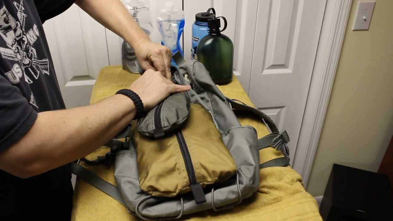 how to carry a canoe gear two people