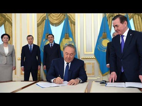 Подписание Закона «О внесении изменений и дополнений в Конституцию Республики Казахстан»