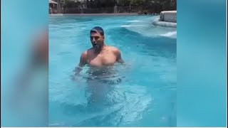 Akshay Kumar's WORKOUT Video With Weights In Swimming Pool.