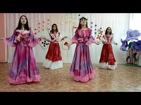 6. Детское творческое объединение «Амурские Бруснички» Цыганский танец