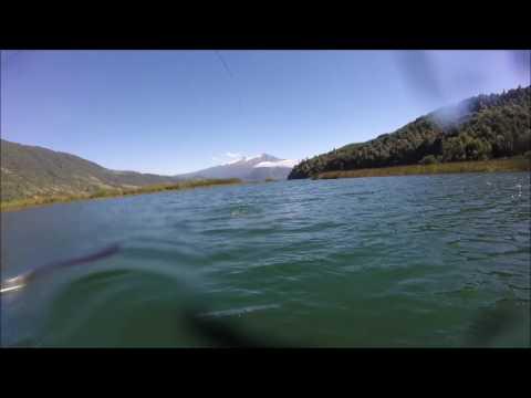 Pesca en el lago Neltume