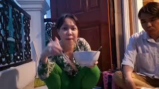 Việt Hương xin nửa tô bún