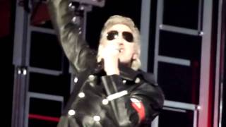 Roger Waters - Intro + In The Flesh [HD+HQ] Live 8 4 2011 Gelredome Arnhem Netherlands