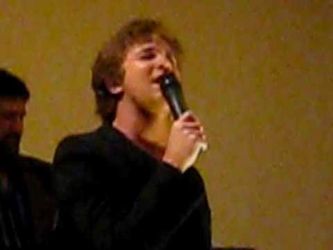 Michael Welch aka Mike Newton Singing Dont Stop Beliving
