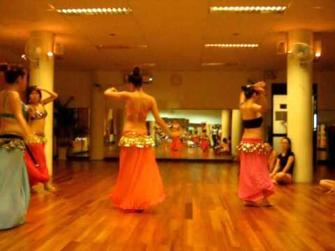 Tập múa bụng 2.
