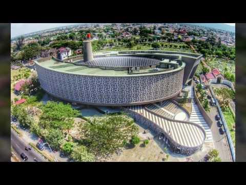 Gedung museum tsunami / tsunami building aceh