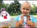 Алиса гуляет в парке и на детской площадке для детей Entertainment for children in the Park