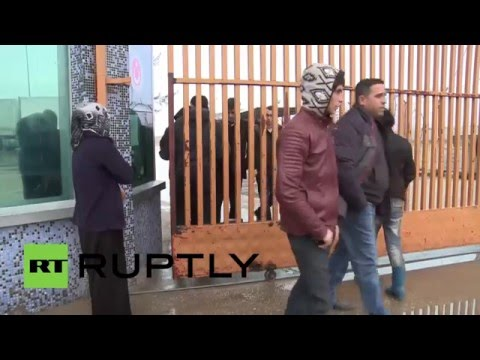 Turkey: Police keep border closed as 50,000 refugees queue on Syrian side