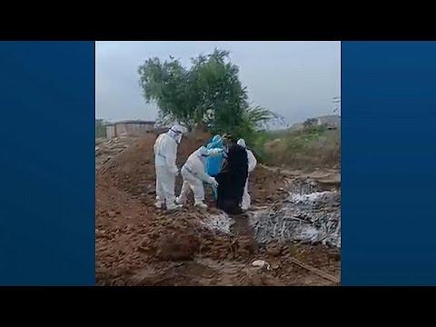 Dünyada Covid-19: Hindistan'da cesetlerin çukurlara atıldığını gösteren video tepki çekti