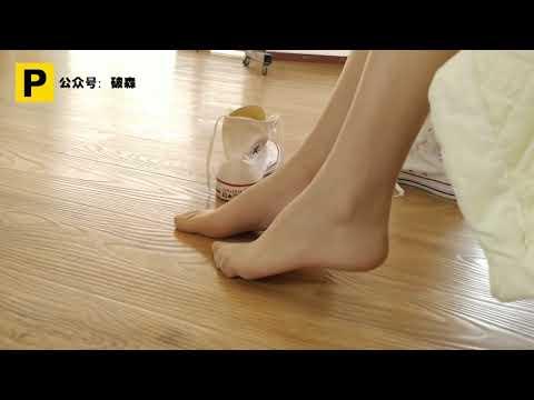 Xiaomei, try on skinny pantyhose