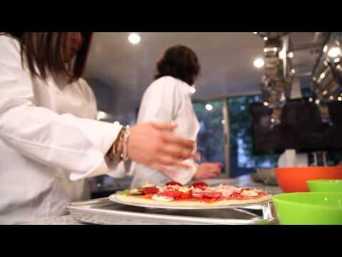 Preparaci n de una pizza clase grupal en haute cuisine for Academy de cuisine