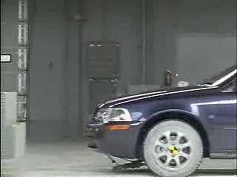 Crash Test 2002 - 2004 Volvo S40 IIHS Frontal Impact - YouTube