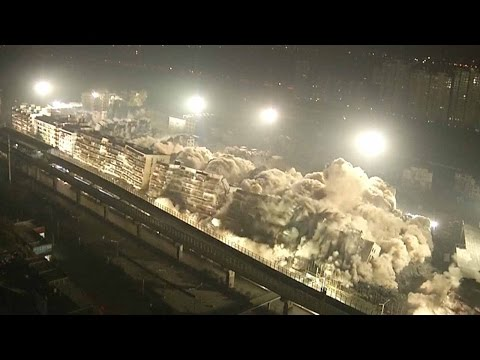19 buildings demolished in 10 seconds in central China