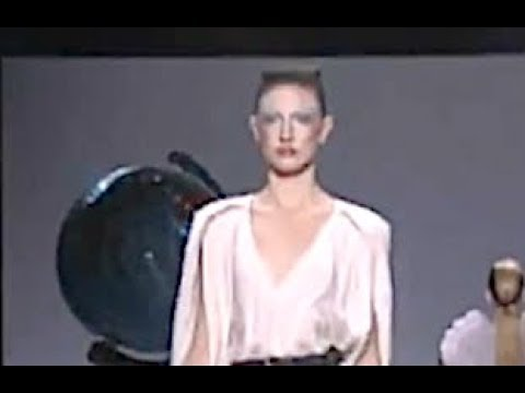 VIKTOR & ROLF Spring Summer 2010 Paris - Fashion Channel
