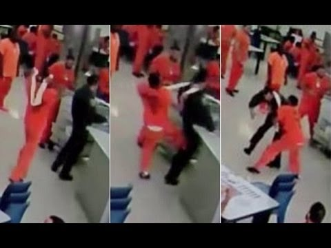 Surveillance: Prisoner Strangles Guard With Towel