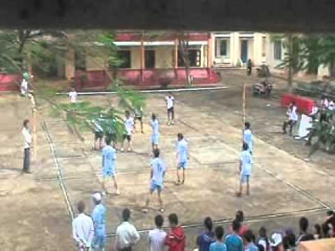 Trận đấu giữa THPT Phạm Văn Đồng với THPT Trường Chinh