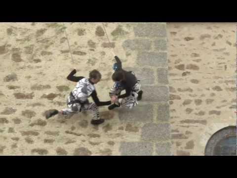 Hauts Lieux, Cie Genviève Mazin, à Parthenay, 2012. (danse verticale)