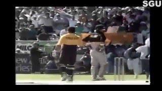 Sachin Tendulkar KISSED by an Indian fan on the cricket ground against Newzeland