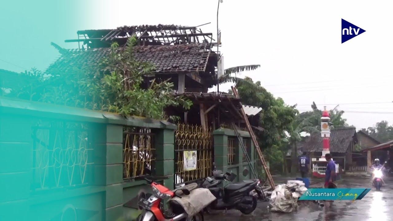 Puluhan Rumah Hancur Dihantam Puting Beliung