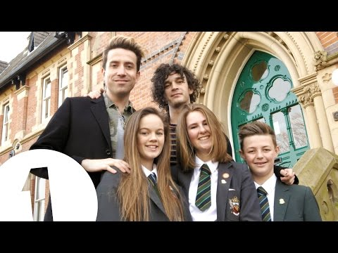Matty from The 1975 does The School Run