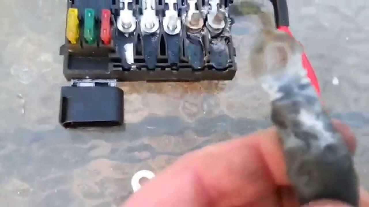 2001 volkswagen beetle fuse cause battery box repair [ 1280 x 720 Pixel ]