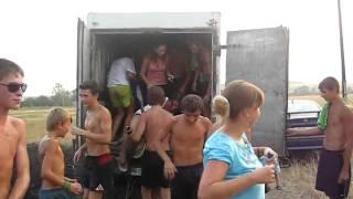 болельщики,вот как надо ездить на футбол)))
