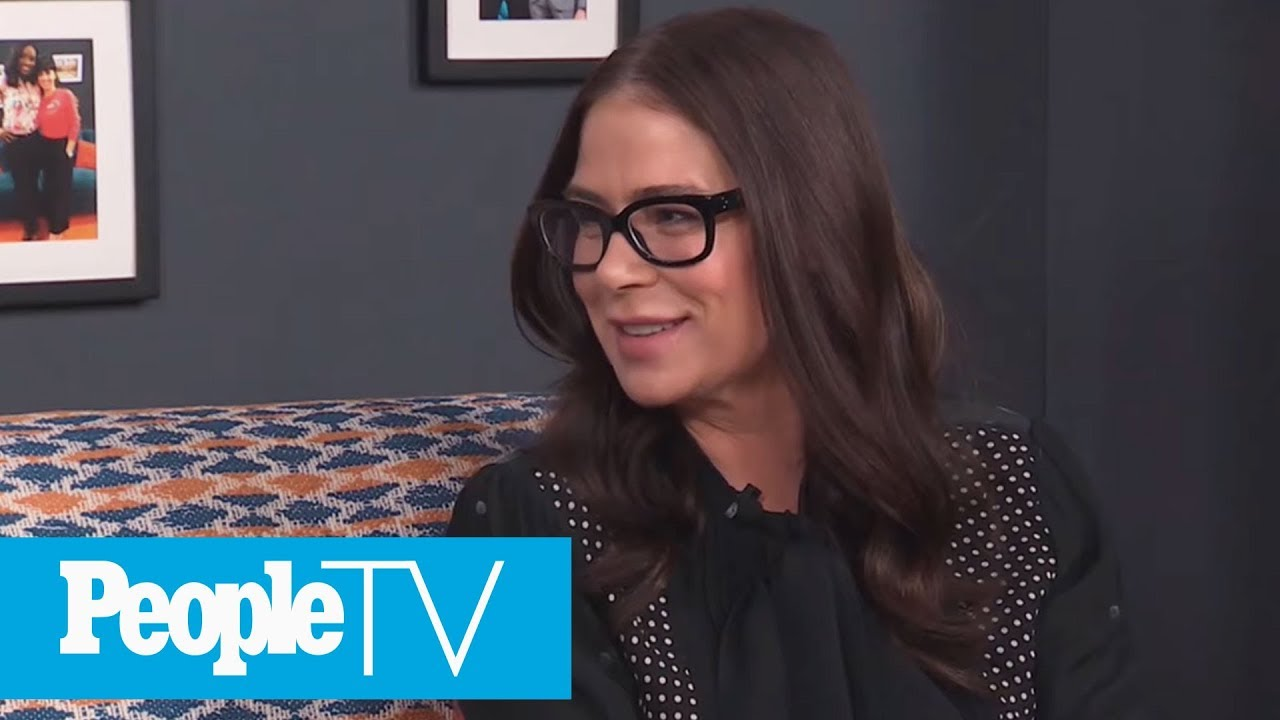 How Courtney Cox Helped Calm Maura Tierney On 'Family Ties' Set | PeopleTV