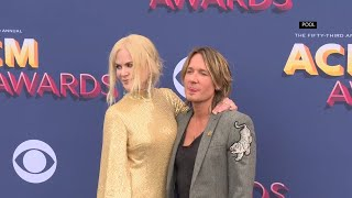 Kidman shimmers alongside Urban on ACM red carpet