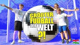 Kann man mit diesem RIESEN XXL BALL ⚽️ überhaupt spielen? 😁 TipTapTube Family 👨👩👦👦
