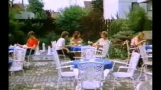 Verbotene Spiele auf der Schulbank (1981) - Eisessen & Wohnzimmer-Tristesse