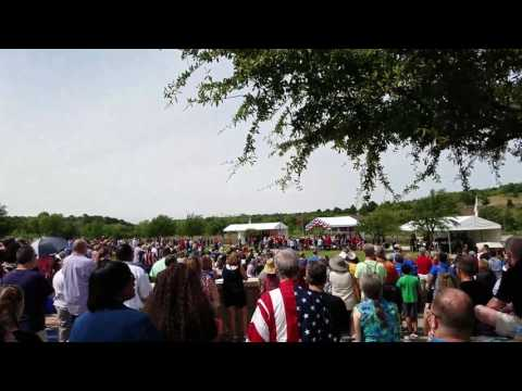 Memorial Day 2017 DFW National Cemetery thunderous F-16 high speed fly-by