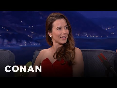 "Before ""Freaks & Geeks,"" Linda Cardellini Got Her Start On A Sketchy ""HalfNudi...   CONAN on TBS"