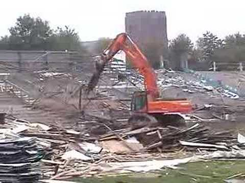 07 Oct 2007 - Gay Meadow Demolition - Floodlights (1)