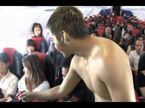 "Kỷ lục thế giới ""kiss"" trên máy bay VietJetAir"