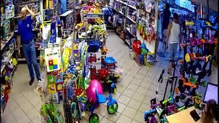 Крадіжка стільникового телефону у відділі іграшок р. Тольятті