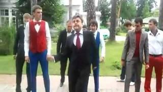 Пародию на танец Медведева сняли с эфира(В день рождения президента РФ Дмитрия Медведева известный ролик-пародию на танец президента от команды..., 2011-09-14T13:13:02.000Z)