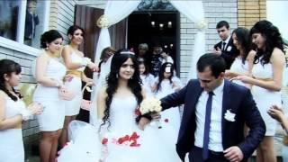свадебный клип сборы жениха и невесты и прогулка