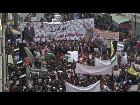 Thousands take to West Bank streets to support Abbas